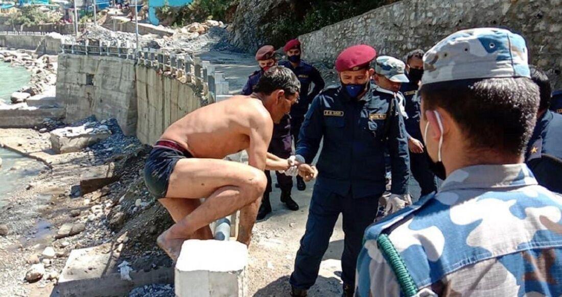 देश छिर्न चोर बाटो - Rajdhani Daily News