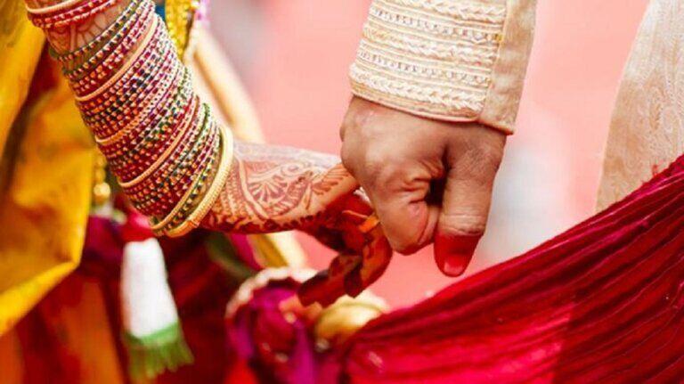 एउटाको गर्भ, अर्कोसँग विवाह